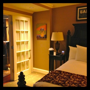 Two separate rooms, an extensive media center, and a bathroom fully stocked with Fresh amenities made the stay memorable.